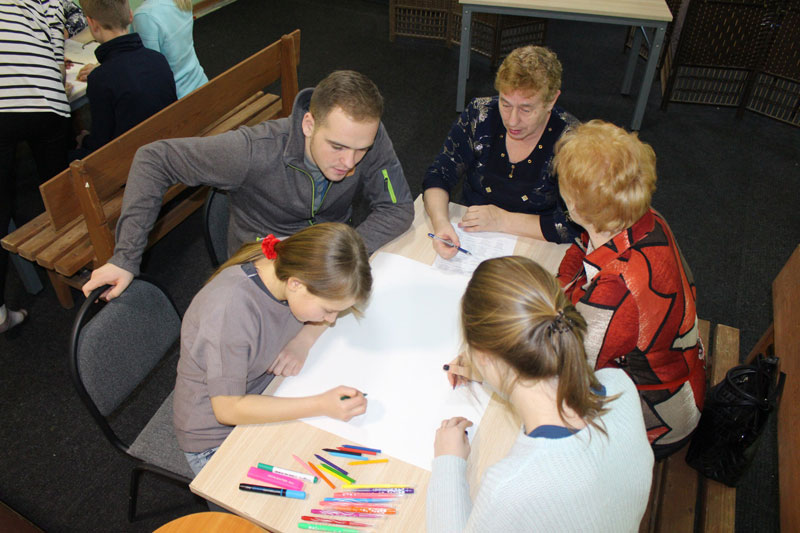 «Zusammen: In Erwartung auf Weihnachten. Senioren und Jugendliche»