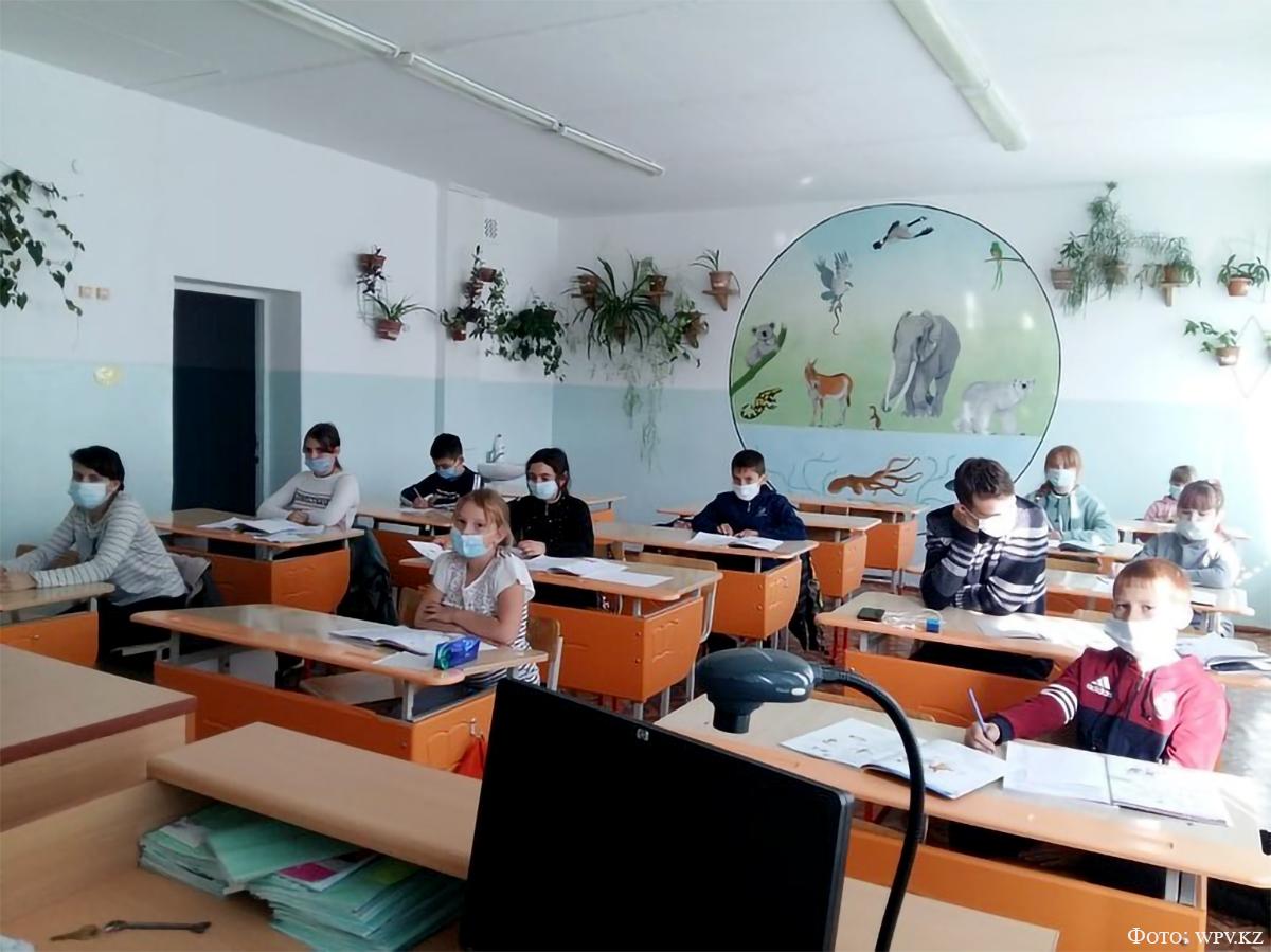 Занятия по изучению немецкого языка в детском кружке центра встреч с.Розовка.