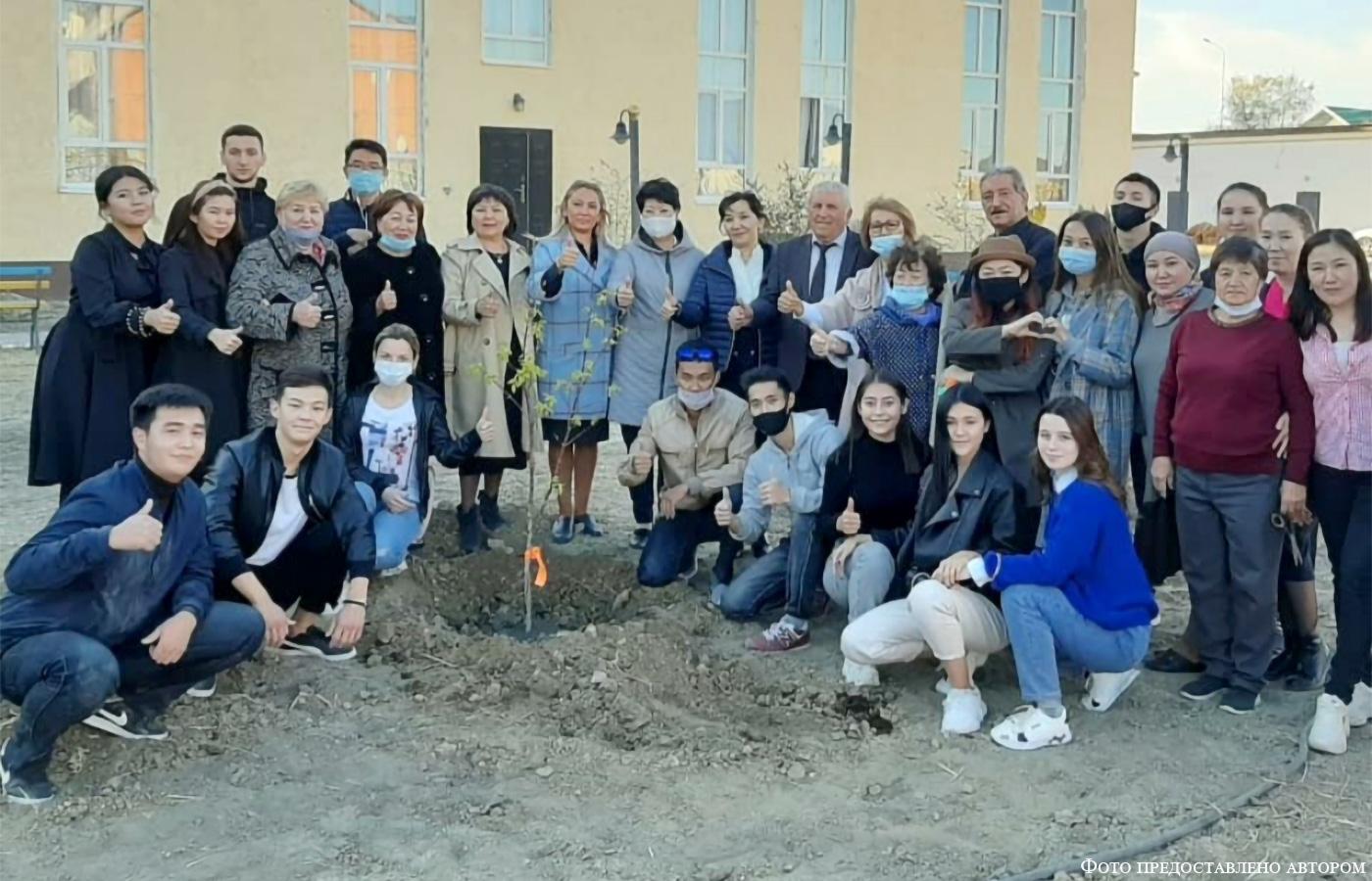 В Атырау растут деревья Дружбы
