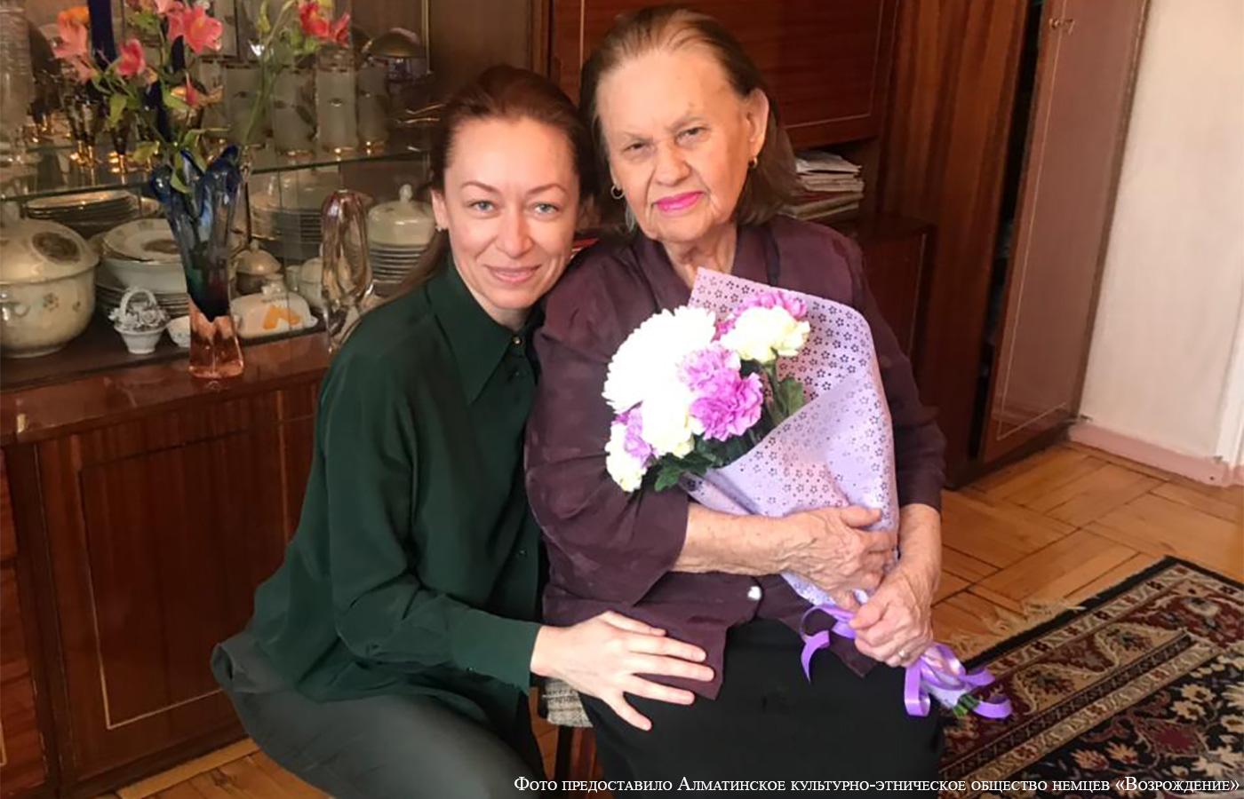 Almatiner gratulieren Belgers Witwe zum Jubiläum