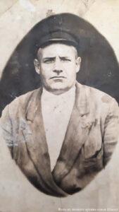 Дедушка Андрей, муж бабы Лизы, 47 лет умер, был председателем колхоза