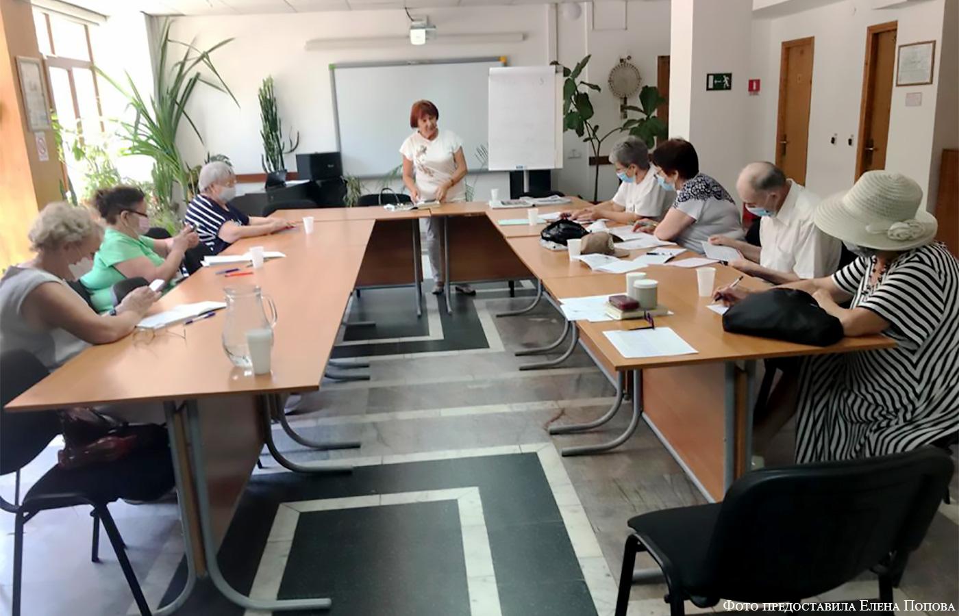 Ирина Вакенгут проводит лекции